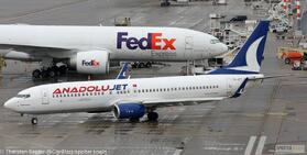 AnadoluJet 737-800W TC-JFT