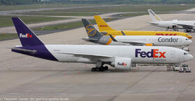 FedEx 777-200 N869FD