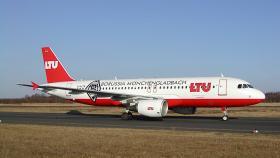 D-ALTB_LTU_A320-214